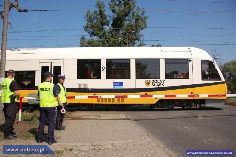 Wzmożone działania Policji na przejazdach kolejowych