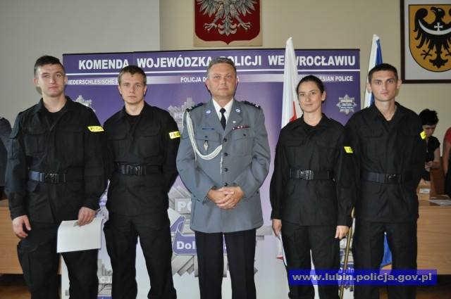 Policyjne/ �lubowanie nowo przyj�tych policjant�w